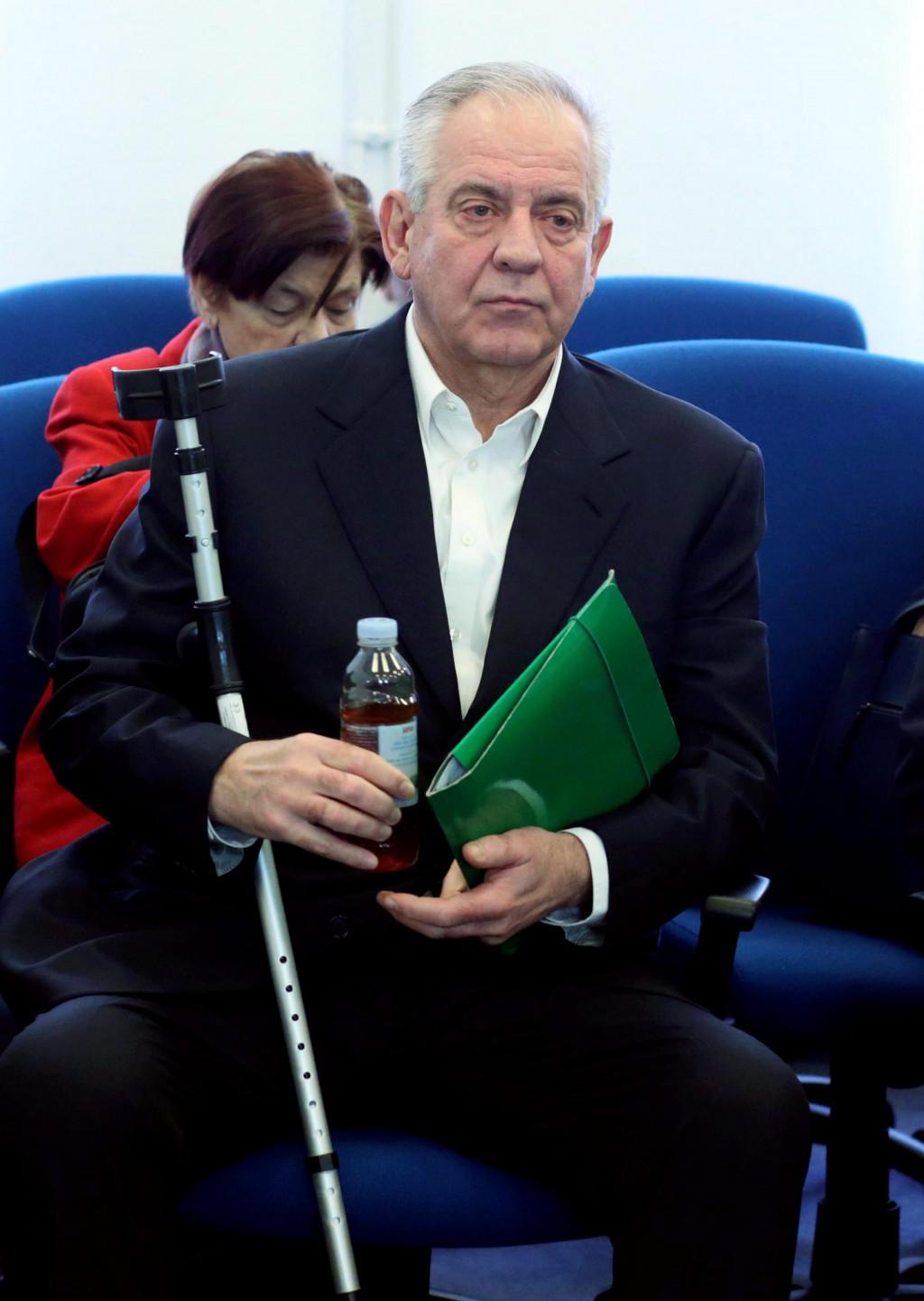 Danas, deset godina poslije, prilično je razvidno da korupcija nije bila Sanaderov glavni krimen niti razlog zbog kojeg je sustavno (z)gažen kao niti jedan političar u novijoj hrvatskoj povijesti<br />