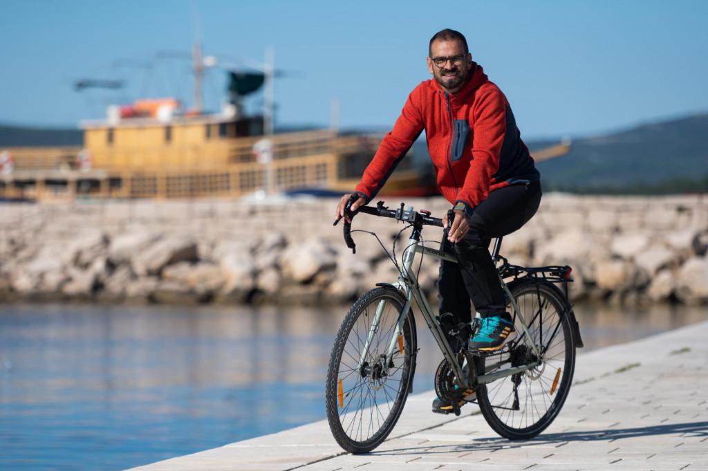 SPECIJAL: SD<br /> Sv. Filip i Jakov, 141021.<br /> Zadarski brico Ive Morovic je prije nesto vise od mjeseca dana biciklom presao put od Ancone do Lisabona.<br />