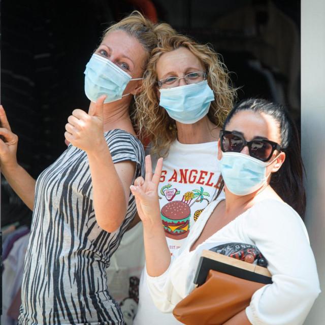 Nošenje maski još uvijek je obavezno ako ne možemo držati razmak