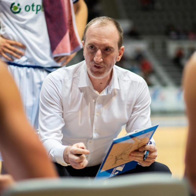 <br /> Na fotografiji: trener Zadra Ivan Perincic.<br />