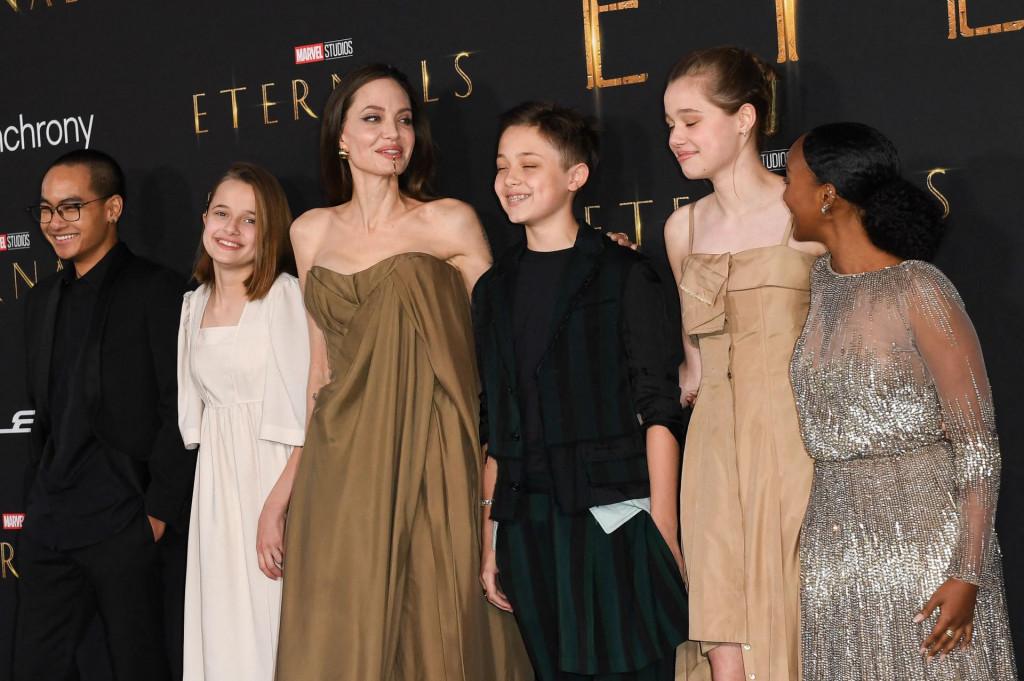 """Angelina Jolie i njezina djeca: Maddox, Vivienne, Knox, Shiloh i Zahara na premijeri filma """"Eternals"""""""