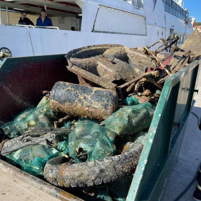 Ekološka akcija čišćenja podmorja u Vodicama