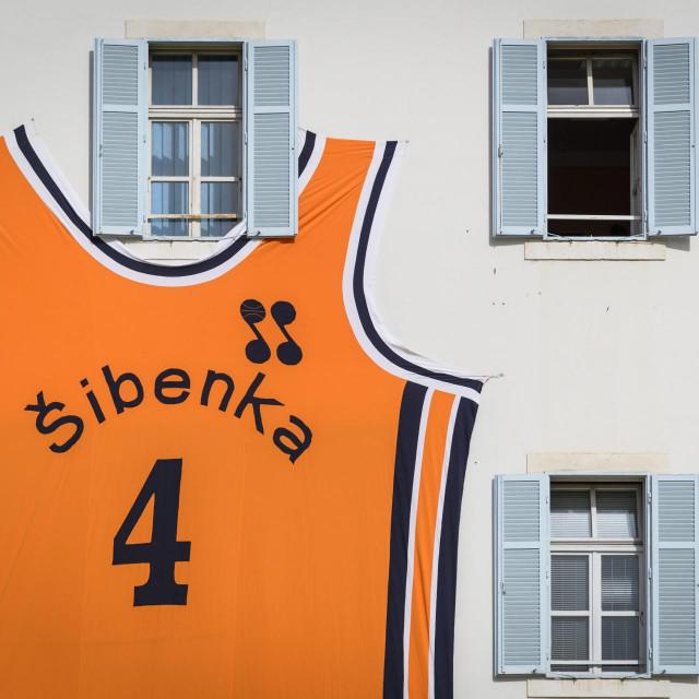Draženov dres na zgradi šibenske gradske uprave