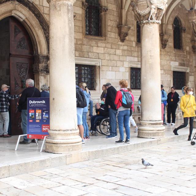 S dolaskom turista s kruzera oživila je i povijesna jezgra Grada