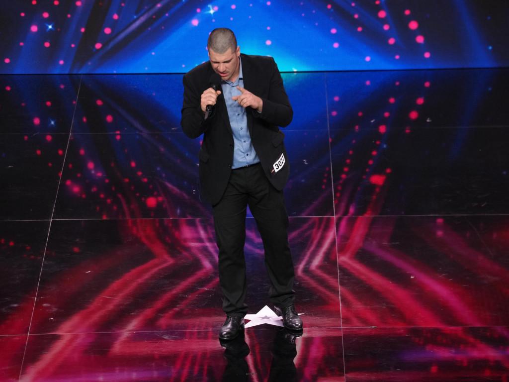 Mark je u Supertalentu pjevao pjesmu 'Cražy love'
