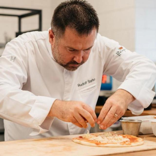 Poznati dalmatinski chef Rudolf Štefan otkrio je tajne savršene pizze u kućnoj kuhinji