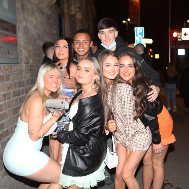 Nakon punih 600 dana stanovnici Dublina željni noćnog provoda pohrlili su u klubove