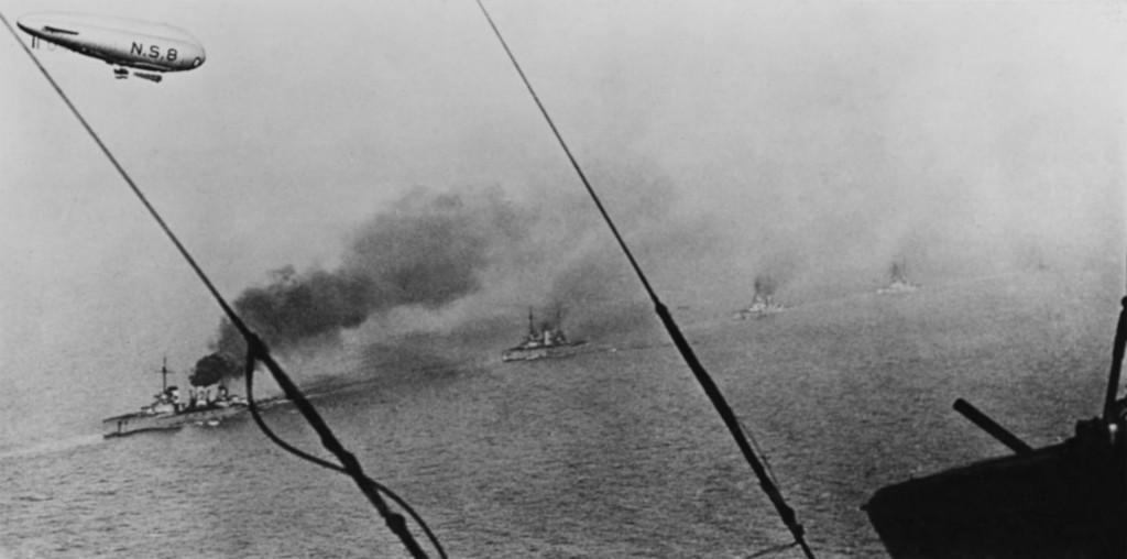 Njemački ratni brod ide plovi prema zaljevu Scapa Flow