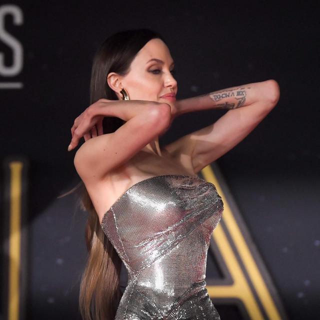 "Angelina Jolie na rimskoj promociji filma ""Eternals"" šokirala je fanove"
