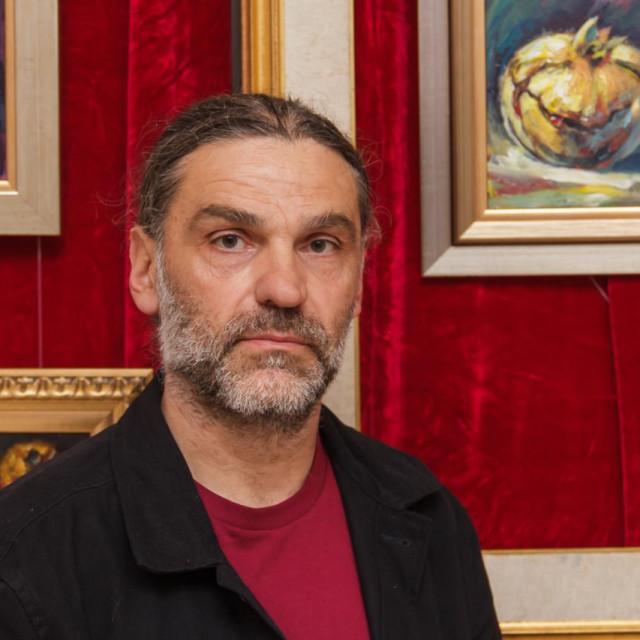 U prekrasnom ambijentu izložbenog prostora Knjižnice otvoreni ''Kraljevski plodovi'' Roberta Kralja