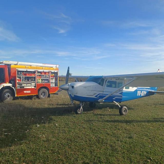 Cessna je prisilno sletjela na području južno od naselja Donje Selo, a nitko nije ozlijeđen